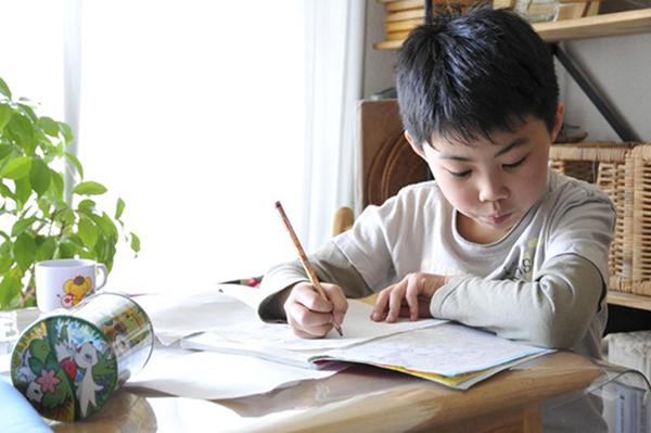 Rèn tính tự giác cho trẻ là điều mà gia sư lớp 2 theo đuổi