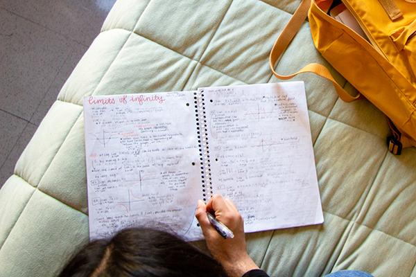 gia sư môn Hóa khuyên học sinh nên xem và nghiên cứu tài liệu trước khi đến lớp